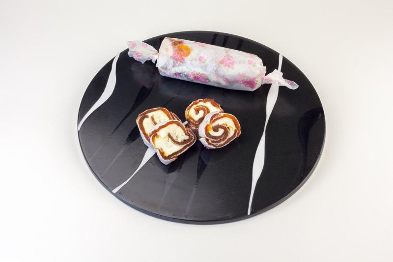 市田柿とクリームチーズのうず巻きロール